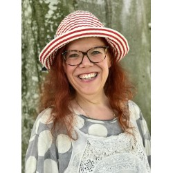 hat CARLA red striped