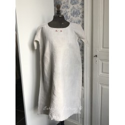 Robe ancienne  en lin avec monogramme A S