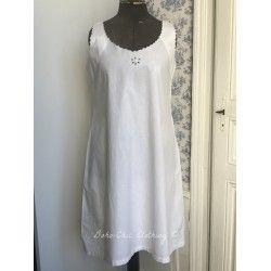 Veritable robe ancienne d'époque avec monogramme M.P.