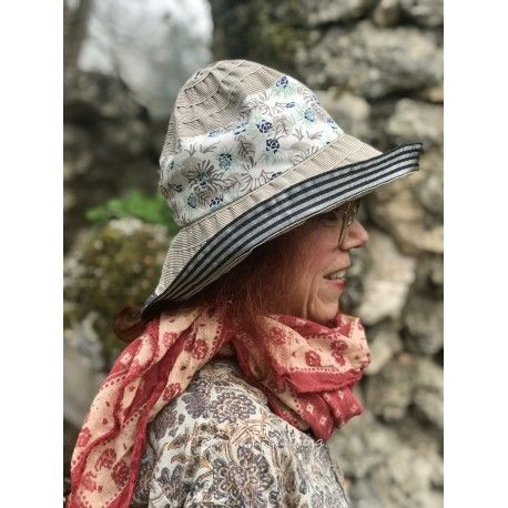 hat ROBERTA in taupe and blue