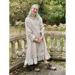 dress Queen Nellie in Rani