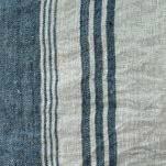 Blanc cassé à rayures bleues